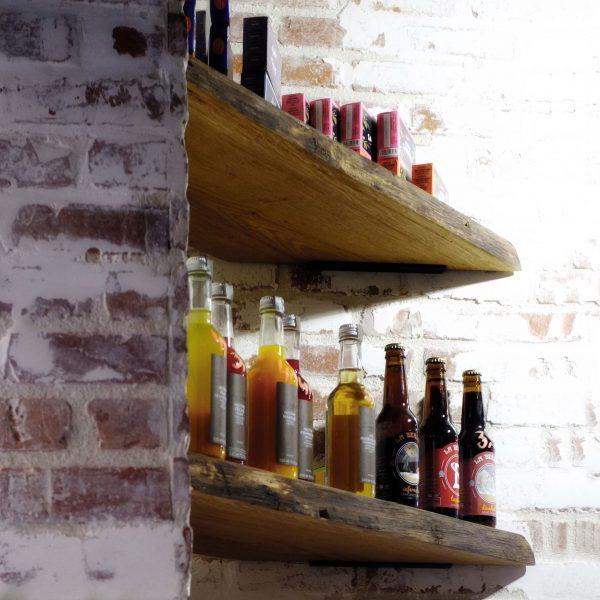 2 - raynov - boutique-vin-brique-facade-planche